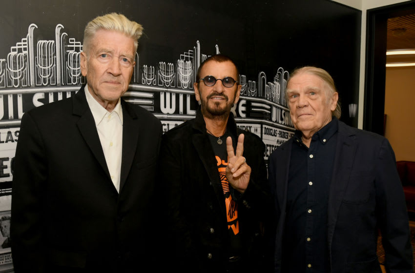 BEVERLY HILLS, CALIFORNIA - OCTOBER 29: (L-R) David Lynch, Ringo Starr, and Henry Diltz pose backstage during the In Conversation Panel for 'Another Day In The Life