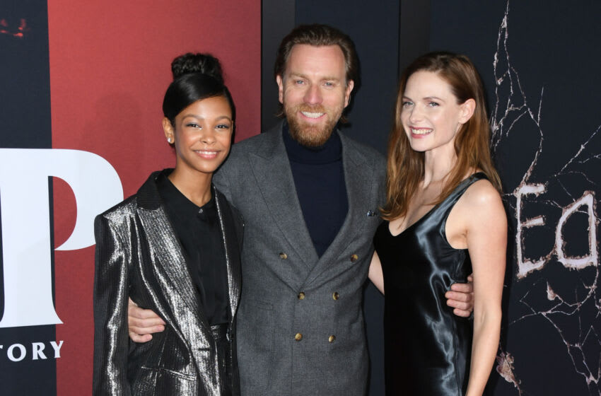 LOS ANGELES, CALIFORNIA - OCTOBER 29: Kyliegh Curran, Ewan McGregor and Rebecca Ferguson attend the premiere of Warner Bros Pictures'
