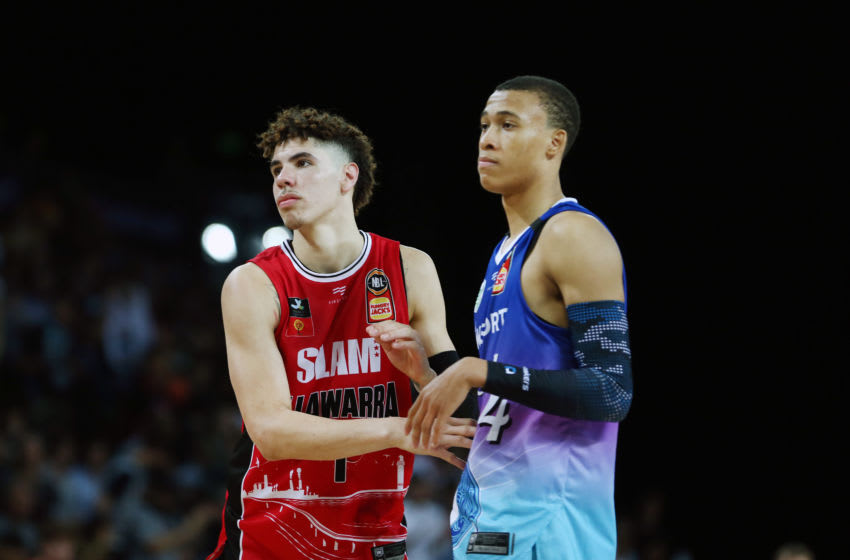 AUCKLAND, NEW ZEALAND - NOVEMBER 30: LaMelo Ball of the Hawks and RJ Hampton of the Breakers during the round 9 NBL match between the New Zealand Breakers and the Illawarra Hawks at Spark Arena on November 30, 2019 in Auckland, New Zealand. (Photo by Anthony Au-Yeung/Getty Images)