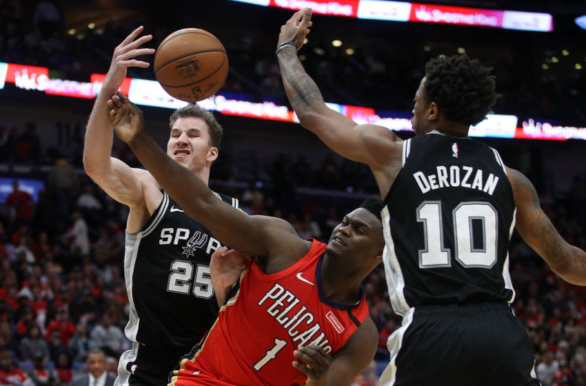 NEW ORLEANS, LOUISIANA - JANUARY 22: Zion Williamson #1 of the New Orleans Pelicans loses control of the ball as he tries to get past DeMar DeRozan #10 of the San Antonio Spurs at Smoothie King Center on January 22, 2020 in New Orleans, Louisiana. NOTE TO USER: User expressly acknowledges and agrees that, by downloading and/or using this photograph, user is consenting to the terms and conditions of the Getty Images License Agreement. (Photo by Chris Graythen/Getty Images)