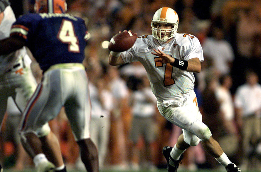 01 Dec 2001: Casey Clausen #7 of Tennessee runs with the ball during the victory over Florida at Florida Field at the University of Florida in Gainesville, Fl. Tennessee won 34-32. DIGITAL IMAGE Mandatory Credit: Andy Lyons/ALLSPORT
