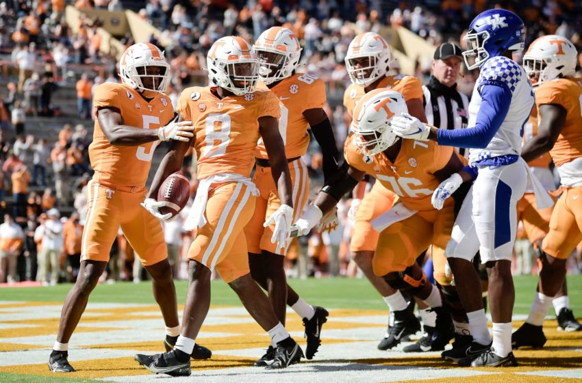 Tennessee running back Ty Chandler (8) scores a touchdown in the second quarter during a game between Tennessee and Kentucky at Neyland Stadium in Knoxville, Tenn. on Saturday, Oct. 17, 2020. 101720 Tenn Ky Gameaction