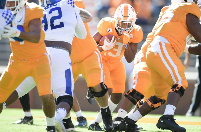 Tennessee running back Eric Gray (3) runs the ball during a game between Tennessee and Kentucky at Neyland Stadium in Knoxville, Tenn. on Saturday, Oct. 17, 2020. 101720 Tenn Ky Gameaction