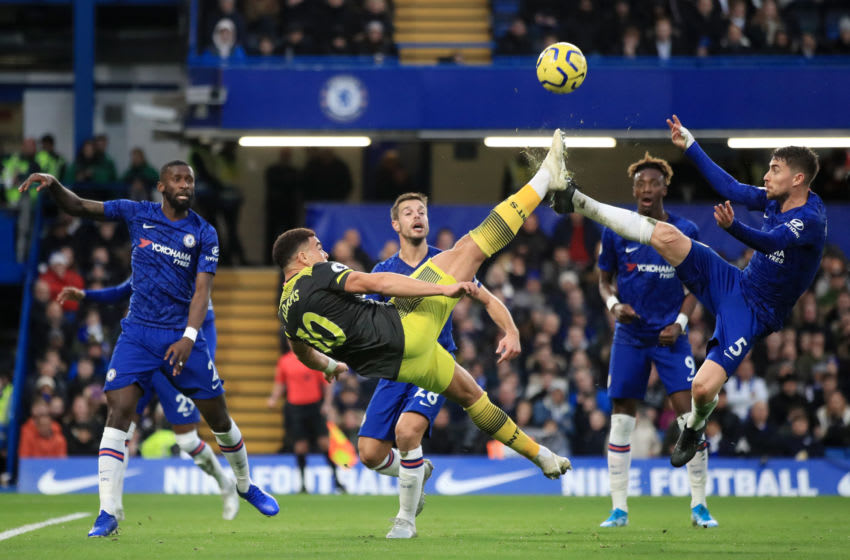 LONDON, ENGLAND - DECEMBER 26: Che Adams of Southampton attempts a bicycle kick under pressure from Jorginho of Chelsea during the Premier League match between Chelsea FC and Southampton FC at Stamford Bridge on December 26, 2019 in London, United Kingdom. (Photo by Marc Atkins/Getty Images)