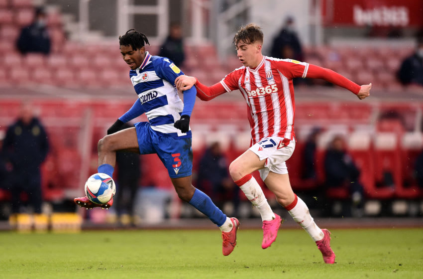 STOKE ON TRENT, ENGLAND - FEBRUARY 06: Omar Richards of Reading FC controls the ball under pressure from Jack Clarke of Stoke City during the Sky Bet Championship match between Stoke City and Reading at Bet365 Stadium on February 06, 2021 in Stoke on Trent, England. Sporting stadiums around the UK remain under strict restrictions due to the Coronavirus Pandemic as Government social distancing laws prohibit fans inside venues resulting in games being played behind closed doors. (Photo by Nathan Stirk/Getty Images)