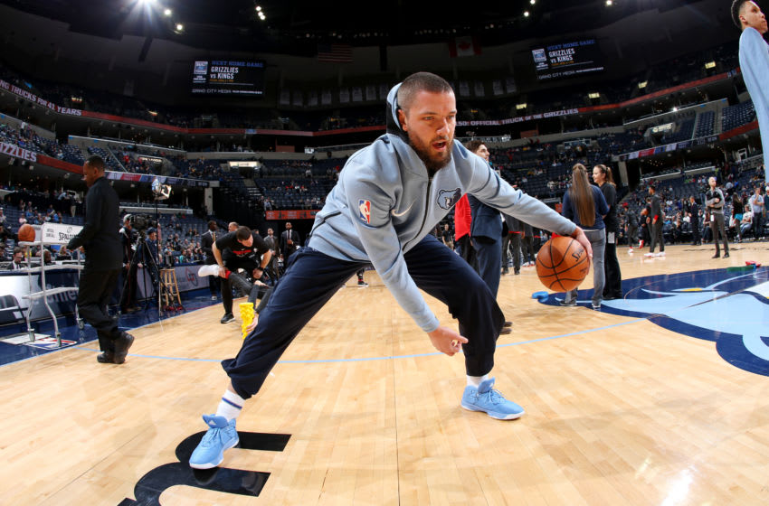 MEMPHIS, TN - MARCH 28: Chandler Parsons #25 of the Memphis Grizzlies warms up prior to the game against the Portland Trail Blazers on March 28, 2018 at FedExForum in Memphis, Tennessee. NOTE TO USER: User expressly acknowledges and agrees that, by downloading and or using this photograph, User is consenting to the terms and conditions of the Getty Images License Agreement. Mandatory Copyright Notice: Copyright 2018 NBAE (Photo by Joe Murphy/NBAE via Getty Images)