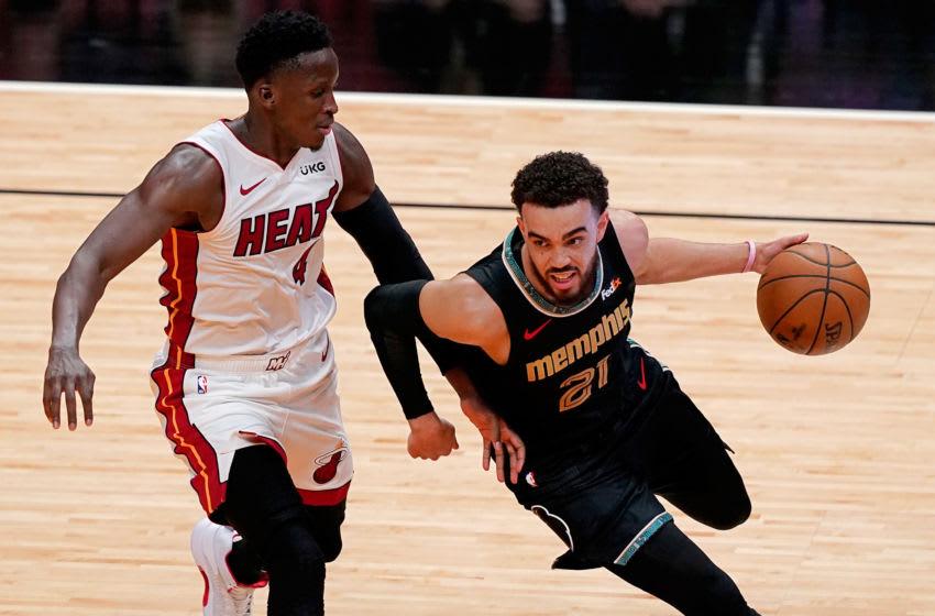 Memphis Grizzlies guard Tyus Jones (21) drives the ball around Miami Heat guard Victor Oladipo (4) (Jasen Vinlove-USA TODAY Sports)