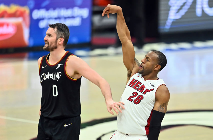 Miami Heat forward Andre Iguodala (28) makes a three point basket against Cleveland Cavaliers forward Kevin Love (0) (Ken Blaze-USA TODAY Sports)