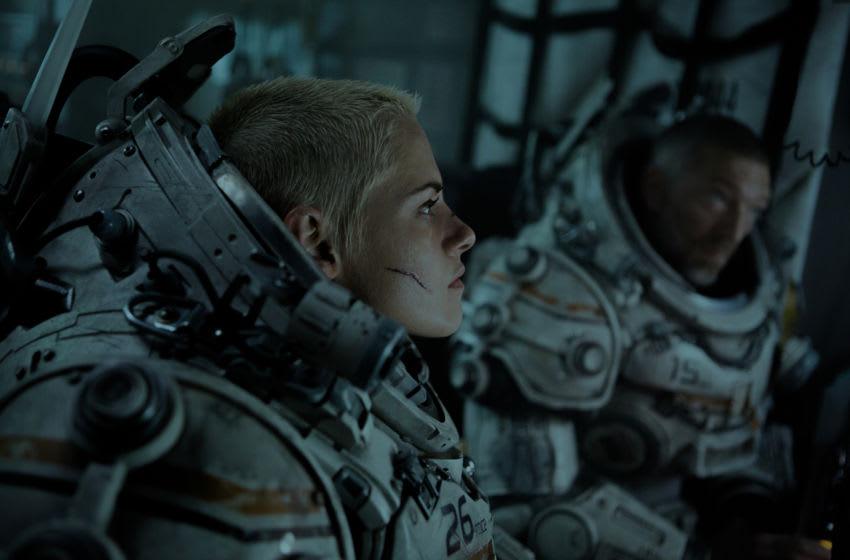 """Kristen Stewart and Vincent Cassel star in Twentieth Century Fox's """"Underwater"""".. Image Courtesy Alan Markfield/Twentieth Century Fox"""
