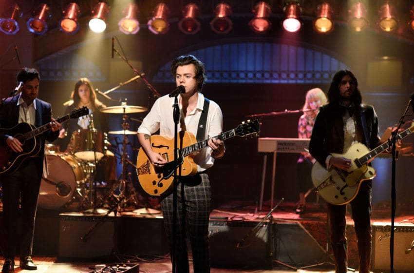 SATURDAY NIGHT LIVE -- 'Jimmy Fallon' Episode 1722 -- Pictured: Musical guest Harry Styles performs 'Ever Since New York' on April 15, 2017 -- (Photo by: Will Heath/NBC/NBCU Photo Bank via Getty Images)