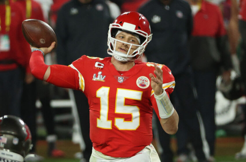 TAMPA, FLORIDA - FEBRUARY 07: Patrick Mahomes #15 of the Kansas City Chiefs looks to pass in the fourth quarter against the Tampa Bay Buccaneers in Super Bowl LV at Raymond James Stadium on February 07, 2021 in Tampa, Florida. (Photo by Patrick Smith/Getty Images)