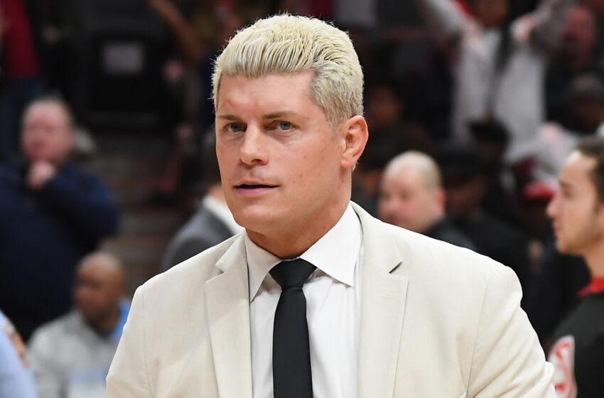 ATLANTA, GÉORGIE - FÉVRIER 09: Cody Rhodes of All Elite Wrestling (AEW) assiste au match New York Knicks vs Atlanta Hawks à State Farm Arena le 09 février 2020 à Atlanta, Géorgie.  (Photo de Paras Griffin#SPORT/Getty Images)