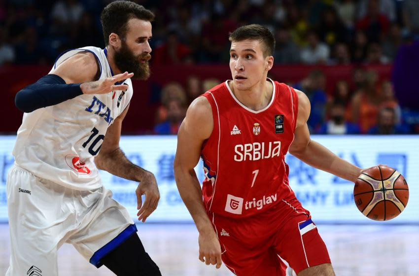 Serbia's guard Bogdan Bogdanovic (R) vies for the ball with Italy's forward Luigi Datome (L) during the FIBA Eurobasket 2017 men's quarter-final basketball match between Italy and Serbia at Sinan Erdem Sport Arena in Istanbul on September 13, 2017. / AFP PHOTO / OZAN KOSE (Photo credit should read OZAN KOSE/AFP/Getty Images)