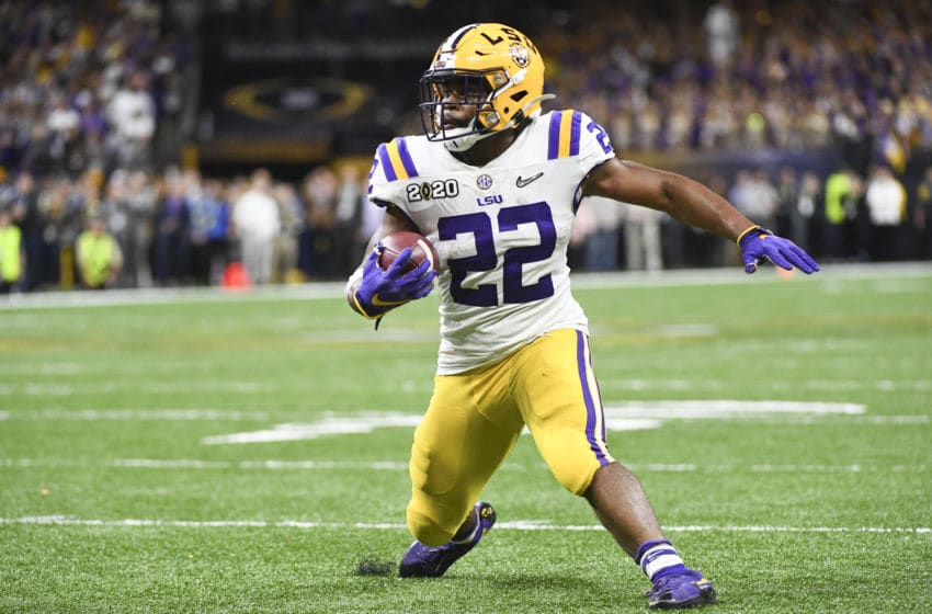 NEW ORLEANS, LA - JANUARY 13: Clyde Edwards-Helaire #22 of the LSU Tigers runs the ball against the Clemson Tigersduring the College Football Playoff National Championship held at the Mercedes-Benz Superdome on January 13, 2020 in New Orleans, Louisiana. (Photo by Justin Tafoya/Getty Images)