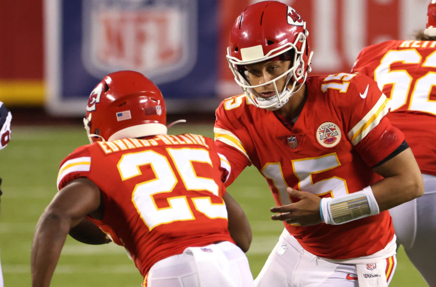 KANSAS CITY, MISSOURI - SEPTEMBER 10: Patrick Mahomes #15 hands off to Clyde Edwards-Helaire #25 of the Kansas City Chiefs during the first half against the Houston Texans at Arrowhead Stadium on September 10, 2020 in Kansas City, Missouri. (Photo by Jamie Squire/Getty Images)