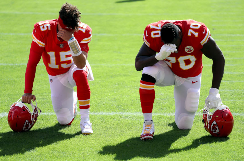 KANSAS CITY, MISSOURI - OCTOBER 11: Patrick Mahomes #15 and Kelechi Osemele #70 of the Kansas City Chiefs kneel in the endzone prior to the game against the Las Vegas Raiders at Arrowhead Stadium on October 11, 2020 in Kansas City, Missouri. (Photo by Jamie Squire/Getty Images)