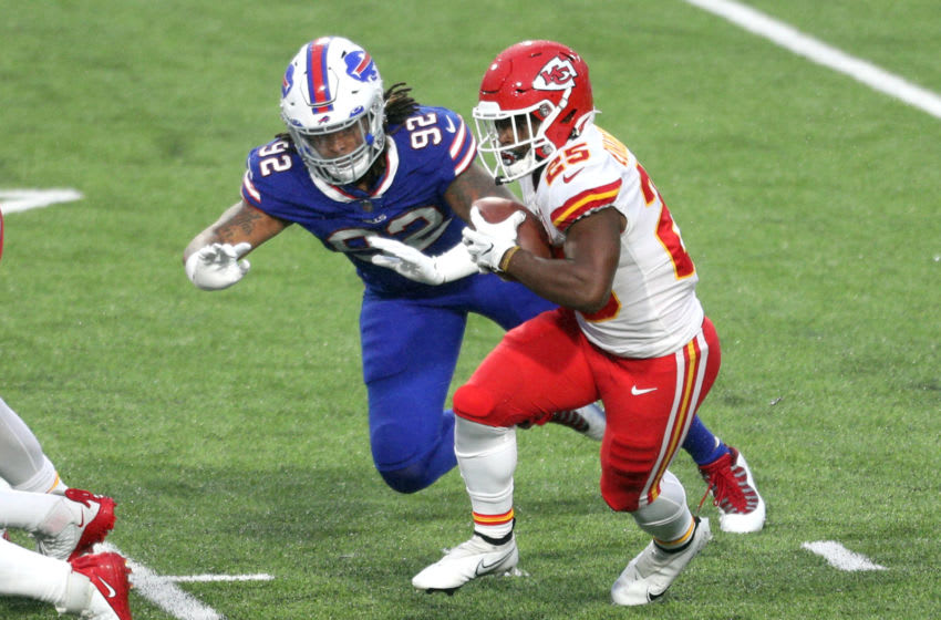 ORCHARD PARK, NEW YORK - OCTOBER 19: Clyde Edwards-Helaire #25 of the Kansas City Chiefs runs the ball against Darryl Johnson #92 of the Buffalo Bills during the first half at Bills Stadium on October 19, 2020 in Orchard Park, New York. (Photo by Bryan M. Bennett/Getty Images)