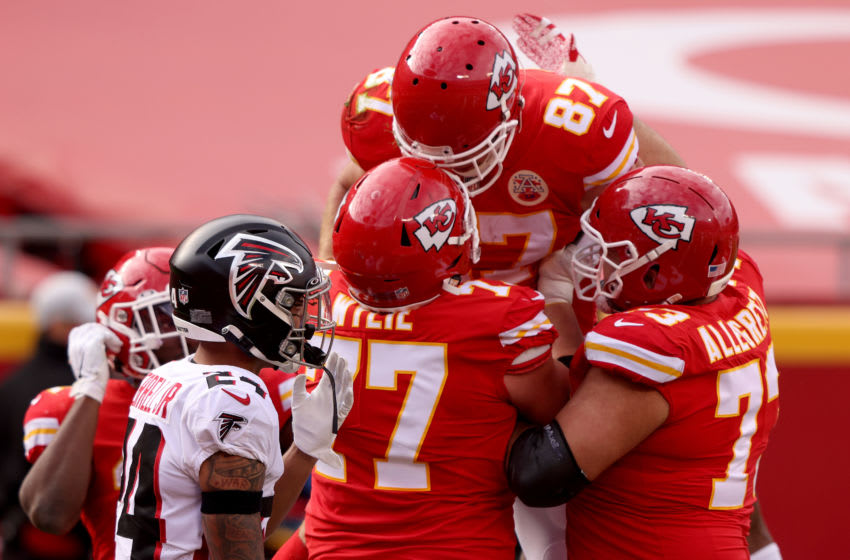 KANSAS CITY, MISSOURI - DECEMBER 27: Travis Kelce #87 of the Kansas City Chiefs celebrates his touchdown against the Atlanta Falcons during the second quarter at Arrowhead Stadium on December 27, 2020 in Kansas City, Missouri. (Photo by Jamie Squire/Getty Images)