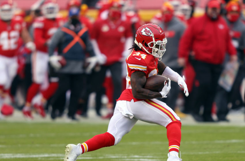 KANSAS CITY, MISSOURI - JANUARY 03: Darwin Thompson #34 of the Kansas City Chiefs carries the ball during the game against the Los Angeles Chargers at Arrowhead Stadium on January 03, 2021 in Kansas City, Missouri. (Photo by Jamie Squire/Getty Images)