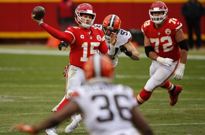 KANSAS CITY, MISSOURI - JANUARY 17: Quarterback Patrick Mahomes #15 of the Kansas City Chiefs delivers a pass over the defense of the Cleveland Browns during the second quarter of the AFC Divisional Playoff game at Arrowhead Stadium on January 17, 2021 in Kansas City, Missouri. (Photo by David Eulitt/Getty Images)
