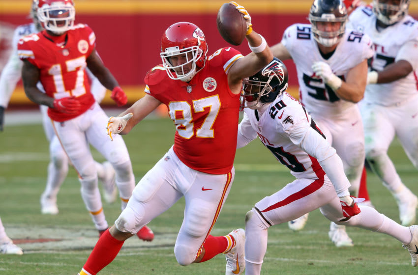KANSAS CITY, MISSOURI - DECEMBER 27: Travis Kelce #87 of the Kansas City Chiefs carries the ball after a catch against the Atlanta Falcons during the fourth quarter at Arrowhead Stadium on December 27, 2020 in Kansas City, Missouri. (Photo by Jamie Squire/Getty Images)