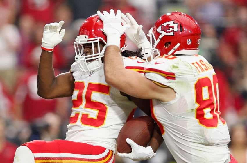 GLENDALE, AZ - DECEMBER 07: Tight end Anthony Fasano #80 of the Kansas City Chiefs celebrates a touchdown with running back Jamaal Charles #25 during the second quarter of the NFL game against the Arizona Cardinals at the University of Phoenix Stadium on December 7, 2014 in Glendale, Arizona. (Photo by Christian Petersen/Getty Images)