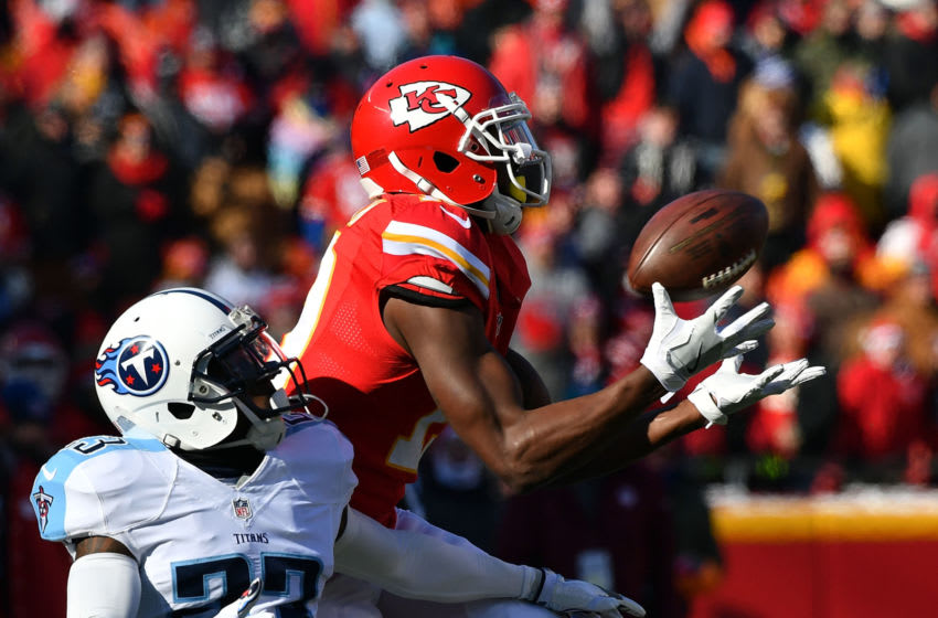 KANSAS CITY, MO - DECEMBER 18: Wide receiver Jeremy Maclin #19 of the Kansas City Chiefs makes a catch as cornerback Brice McCain #23 of the Tennessee Titans defends during the game at Arrowhead Stadium on December 18, 2016 in Kansas City, Missouri. (Photo by Peter Aiken/Getty Images)