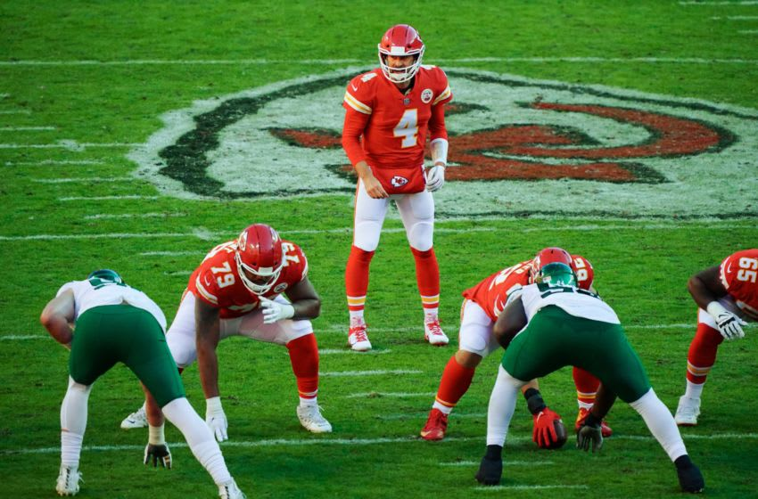 Nov 1, 2020; Kansas City, Missouri, USA; Kansas City Chiefs quarterback Chad Henne (4) checks the defense before the snap against the New York Jets during the second half at Arrowhead Stadium. Mandatory Credit: Jay Biggerstaff-USA TODAY Sports