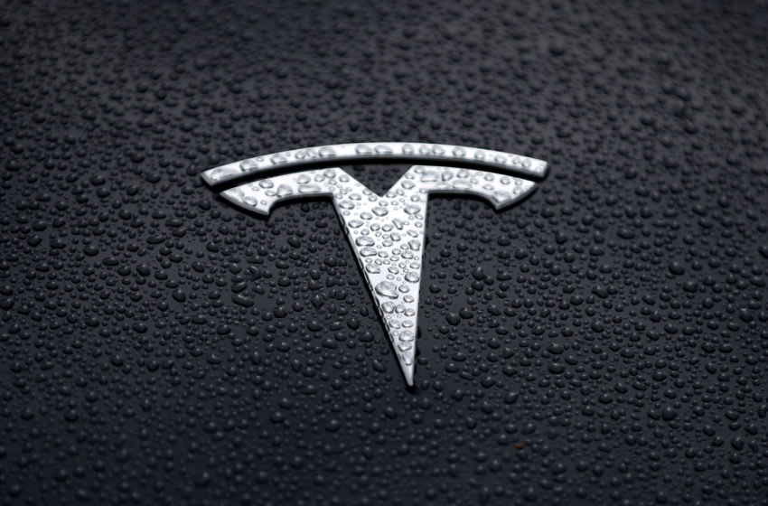 CORTE MADERA, CALIFORNIA - MAY 20: The Tesla logo is displayed on the hood of a Tesla car on May 20, 2019 in Corte Madera, California. Stock for electric car maker Tesla fell to a 2-1/2 year low after Wall Street analysts questioned the company's growth prospects. (Photo by Justin Sullivan/Getty Images)