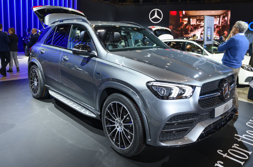 BRUSSELS, BELGIUM - JANUARY 9: Mercedes-Benz GLE Class GLE 350 de 4Matic luxury crossover SUV car on display at Brussels Expo on January 9, 2020 in Brussels, Belgium. The new GLE-class (V167) can be equipped petrol and diesel engines and is available as plug-in hybrid coupled with the permanent all-wheel drive system 4MATIC. (Photo by Sjoerd van der Wal/Getty Images)