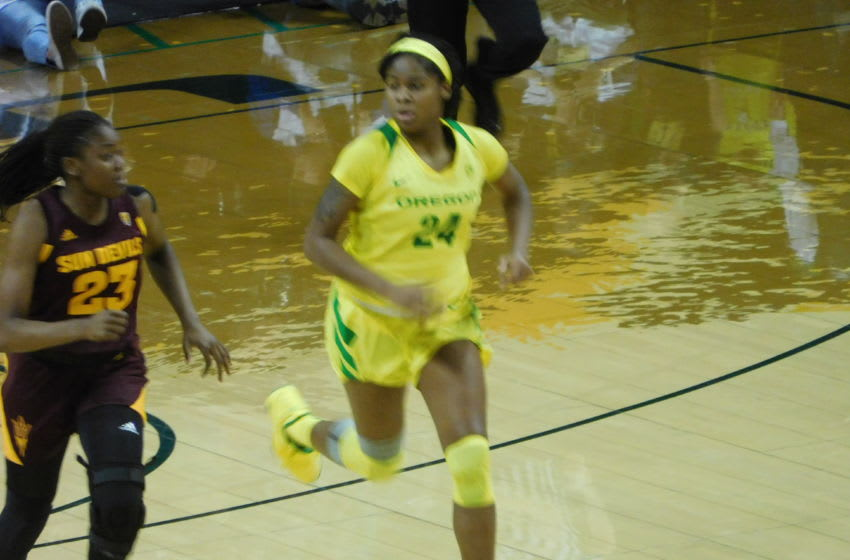 Oregon Ducks Ruthy Hebard gets set on Offense vs Arizona State. Justin Phillips/KPNW Sports