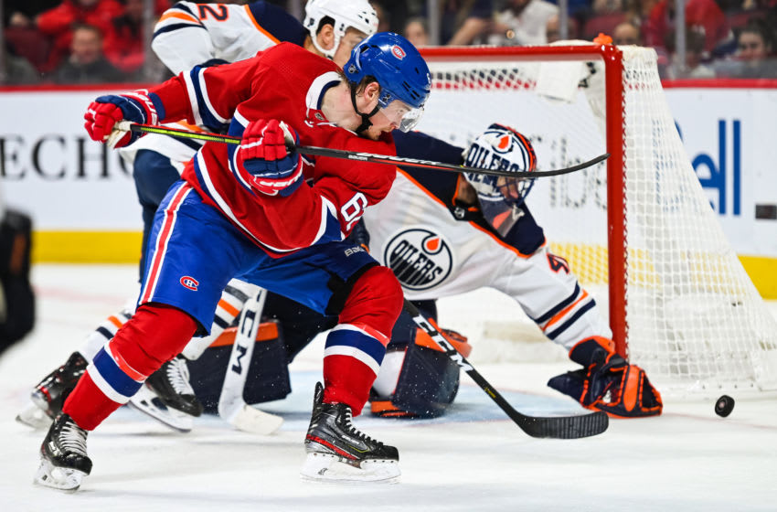 MONTREAL, QC - JANUARY 09: Montreal Canadiens left wing Artturi Lehkonen (62) tracks the puck during the Edmonton Oilers versus the Montreal Canadiens game on January 09, 2020, at Bell Centre in Montreal, QC (Photo by David Kirouac/Icon Sportswire via Getty Images)