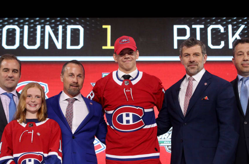 DALLAS, TX - JUNE 22: Jesperi Kotkaniemi poses after being selected third overall by the Montreal Canadiens during the first round of the 2018 NHL Draft at American Airlines Center on June 22, 2018 in Dallas, Texas. (Photo by Bruce Bennett/Getty Images)