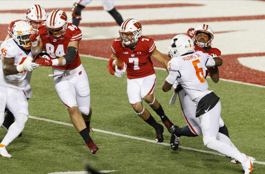 Oct 23, 2020; Madison, Wisconsin, USA; Wisconsin Badgers wide receiver Danny Davis III (7) rushes with the football during the second quarter against the Illinois Fighting Illini at Camp Randall Stadium. Mandatory Credit: Jeff Hanisch-USA TODAY Sports