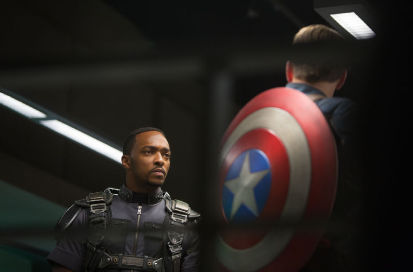 Marvel's Captain America: The Winter Soldier..L to R: Falcon/Sam Wilson (Anthony Mackie) & Captain America/Steve Rogers (Chris Evans)..Ph: Zade Rosenthal..© 2014 Marvel. All Rights Reserved.