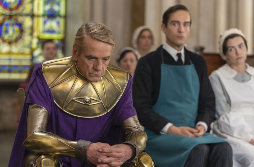 Photo: Jeremy Irons, Tom Mison, Sara Vickers. in Watchmen.. Image Courtesy Colin Hutton/HBO
