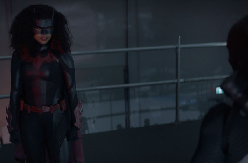 """Batwoman -- """"Gore on Canvas"""" -- Image Number: BWN205fg_0047r -- Pictured: Javicia Leslie as Batwoman and Lincoln Clauss as Wolf Spider -- Photo: The CW -- © 2021 The CW Network, LLC. All Rights Reserved."""