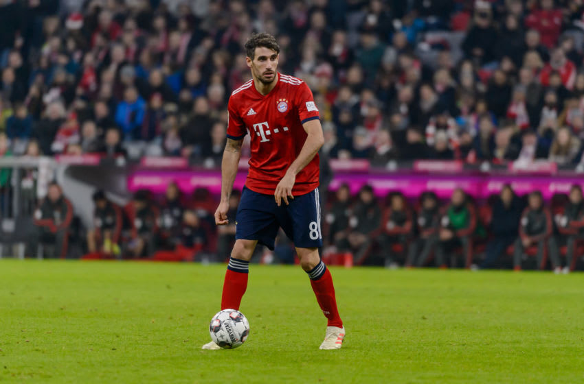 MUNICH, GERMANY - NOVEMBER 24: Javi Martinez of Bayern Muenchen controls the ball during the Bundesliga match between FC Bayern Muenchen and Fortuna Duesseldorf at Allianz Arena on November 24, 2018 in Munich, Germany. (Photo by TF-Images/Getty Images).