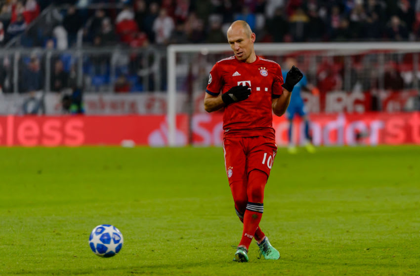 MUNICH, GERMANY - NOVEMBER 27: Arjen Robben of Bayern Muenchen controls the ball during the Group E match of the UEFA Champions League between FC Bayern Muenchen and SL Benfica at Allianz Arena on November 27, 2018 in Munich, Germany. (Photo by TF-Images/Getty Images)
