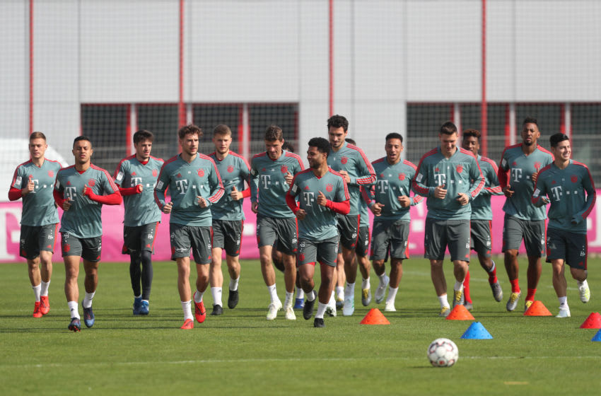 MUNICH, GERMANY - APRIL 01: (EXCLUSIVE COVERAGE) The team of FC Bayern Muenchen warms up during a training session at the club's Saebener Strasse training ground on April 01, 2019 in Munich, Germany. (Photo by A. Beier/Getty Images for FC Bayern)