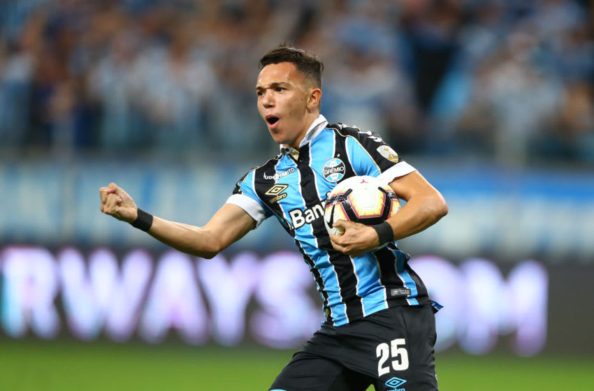 PORTO ALEGRE, BRAZIL - OCTOBER 02: Pepe of Gremio celebrates the equalizing goal during a semi final first leg match between Gremio and Flamengo as part of Copa CONMEBOL Libertadores 2019 at Arena do Gremio on October 02, 2019 in Porto Alegre, Brazil. (Photo by Lucas Uebel/Getty Images)