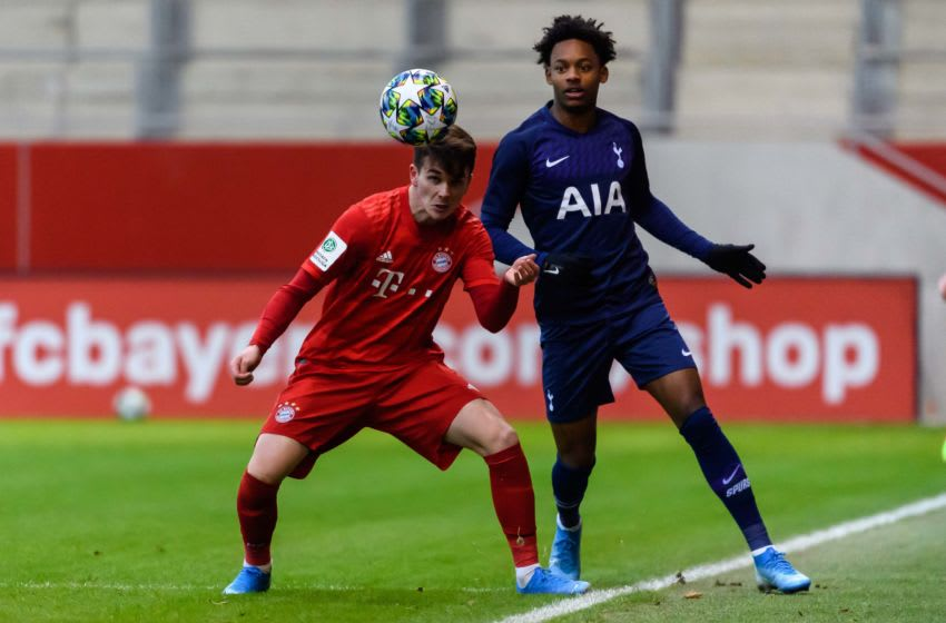 MUNICH, GERMANY - DECEMBER 11: (BILD ZEITUNG OUT) Taylor Booth of FC Bayern Muenchen U19 and J Neil Bennett of Tottenham Hotspur U19 battle for the ball during the UEFA Youth League match between Bayern Muenchen U19 and Tottenham Hotspur U19 on December 11, 2019 in Munich, Germany. (Photo by TF-Images/Getty Images)