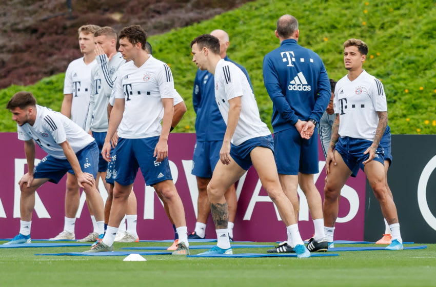 DOHA, QATAR - JANUARY 09: (BILD ZEITUNG OUT) Benjamin Pavard of FC Bayern Muenchen, Jann-Fiete Arp of FC Bayern Muenchen, Dr. Holger Broich of FC Bayern Muenchen and Philippe Coutinho of FC Bayern Muenchen looks on during day six of the FC Bayern Muenchen winter training camp on January 9, 2020 in Doha, Qatar.(Photo by TF-Images/Getty Images)