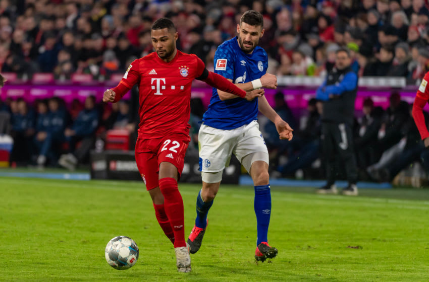 MUNICH, GERMANY - JANUARY 25: (BILD ZEITUNG OUT) Serge Gnabry of FC Bayern Muenchen and Daniel Caligiuri of FC Schalke 04 battle for the ball during the Bundesliga match between FC Bayern Muenchen and FC Schalke 04 at Allianz Arena on January 25, 2020 in Munich, Germany. (Photo by TF-Images/Getty Images)