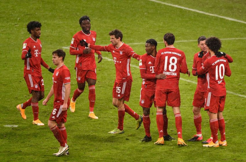 Bayern Munich players celebrating the winner against Freiburg. (Photo by LUKAS BARTH-TUTTAS/POOL/AFP via Getty Images)