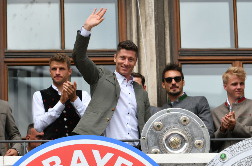 MUNICH, GERMANY - MAY 20: Robert Lewandowski of Muenchen celebrates with the trophy during the celebration of FC Bayern Muenchen at the Marienplatz on May 20, 2018 in Munich, Germany. (Photo by TF-Images/Getty Images)