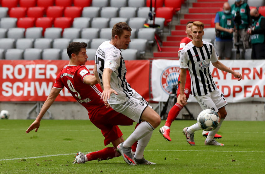 MUNICH, GERMANY - JUNE 20: Robert Lewandowski (L) of Bayern Muenchen scores his teams 3rd goal during the Bundesliga match between FC Bayern Muenchen and Sport-Club Freiburg at Allianz Arena on June 20, 2020 in Munich, Germany. (Photo by Alexander Hassenstein/Getty Images)