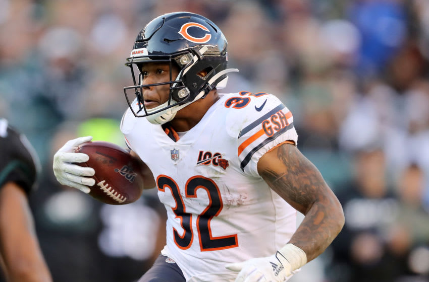 PHILADELPHIA, PENNSYLVANIA - NOVEMBER 03: David Montgomery #32 of the Chicago Bears carries the ball in the fourth quarter against the Philadelphia Eagles at Lincoln Financial Field on November 03, 2019 in Philadelphia, Pennsylvania.The Philadelphia Eagles defeated the Chicago Bears 22-14. (Photo by Elsa/Getty Images)