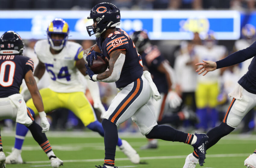 INGLEWOOD, CALIFORNIA - SEPTEMBER 12: David Montgomery #32 of the Chicago Bears at SoFi Stadium on September 12, 2021 in Inglewood, California. (Photo by Ronald Martinez/Getty Images)