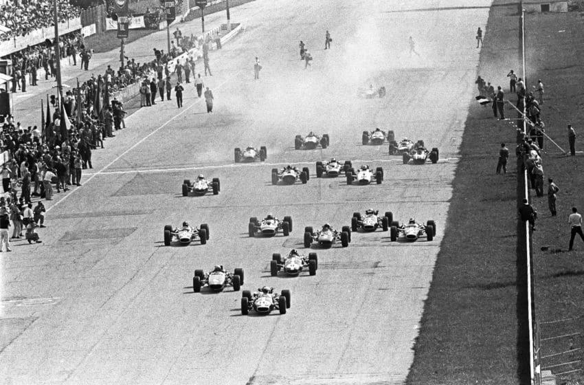 Jack Brabham, Bruce McLaren, Jim Clark, Dan Gurney, Chris Amon, Grand Prix of Italy, Autodromo Nazionale Monza, 10 September 1967. Start of the 1965 Italian Grand Prix in Monza, with Jack Brabham in the lead. (Photo by Bernard Cahier/Getty Images)